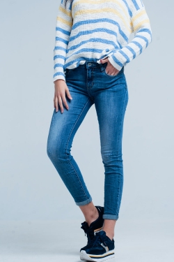 Mittel gewaschene blaue Jeans mit Rissen