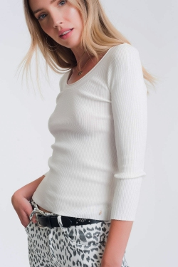 Weißer Strickpullover mit weitem Kragen