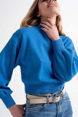 Kurzer Pullover mit Trichterkragen in Blau